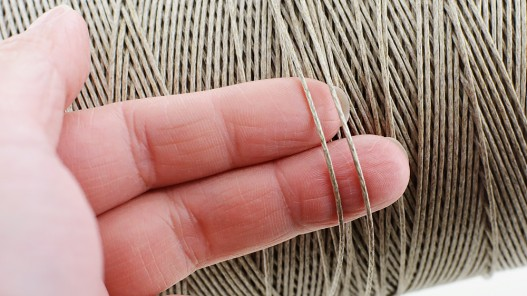 Bobine de fil de lin naturel tressé couture main sellerie  Cuir en stock