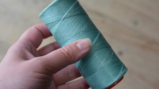 Fil poissé synthétique bleu clair 150 mètres couture point sellier cuir Cuirenstock