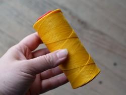 Fil poissé jaune polyester tressé 150m 1mm Cuir en Stock