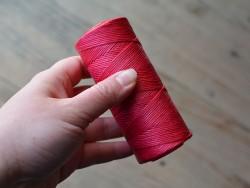 Fil ciré rose vif travail du cuir couture main Cuir en Stock