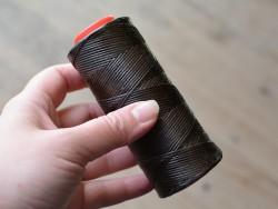 Fil ciré marron travail du cuir couture et accessoires Cuir en Stock