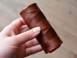 Fil ciré marron polyester 1mm coudre le cuir sellier matériel Cuir en Stock