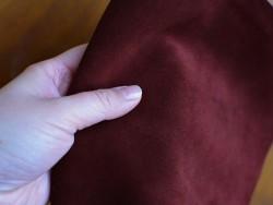 Morceau de veau velours bordeaux différentes dimensions prêt à l'emploi maroquinerie Cuir en Stock