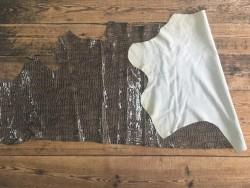 peau de cuir de vache imitation crocodile naturel taupe maroquinerie ameublement accessoire Cuir en Stock