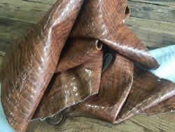 Demi-peau de cuir de vache grain croco vernis fauve Cuir en Stock