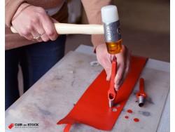 Emporte pièce à frapper 12mm manche arche et lame en acier affûtée - Cuir en Stock