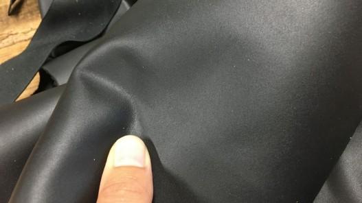 chutes de cuir de veau noir mat maroquinerie cuirenstock