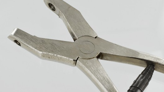 Pince manuelle en métal pour sertir les œillets maroquinerie - Cuir en Stock
