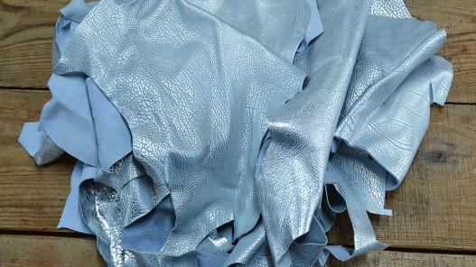 Chutes de cuir de veau luxe métallisé bleu ciel argenté - Cuir en Stock