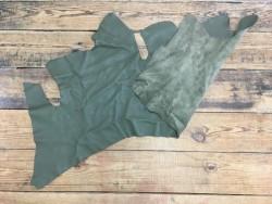 Morceau de peau de cuir de veau grainé vert kaki maroquinerie cuir en stock