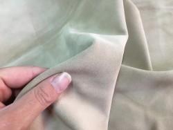 Détail velours beige nude maroquinerie ameublement cuir en stock