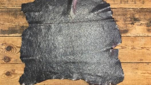 Peau de cuir de chèvre noir craquelé métallisé maroquinerie cuir en stock