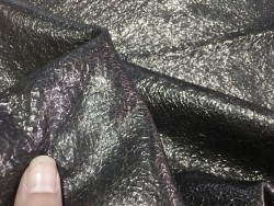 Tannage souple cuir de chèvre craquelé noir métallisé Cuirenstock
