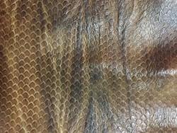 Cuir façon serpent brun nuance Cuir en Stock