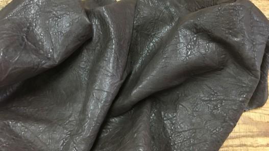 Peau de cuir d'agneau fripé froissé marron cuirenstock