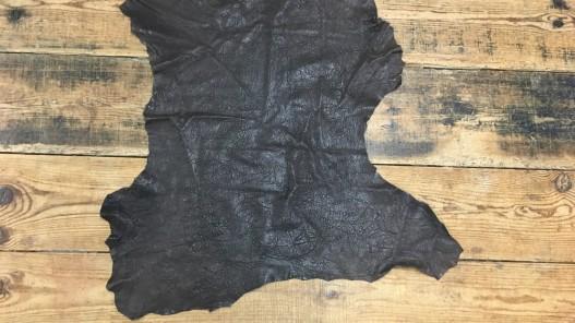 Peau de cuir d'agneau fripé froissé marron cuir en stock