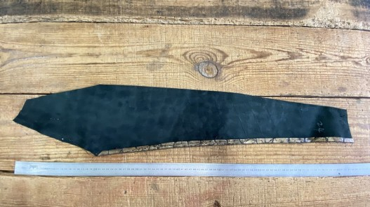 Envers du morceau de cuir de vachette grain façon croco vieil or cuir en stock