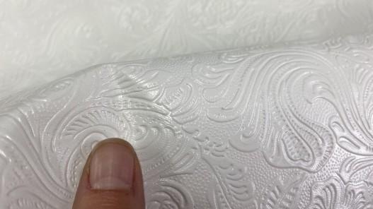 Détail impression à chaud fleuri cordoue blanc cuir en stock