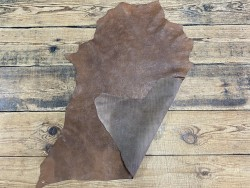 Peau recto verso chèvre imprimée fleuri cordoue brun cuir en stock