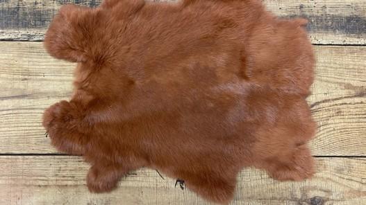 Peau lapin en poil fourrure roux auburn Cuir en stock