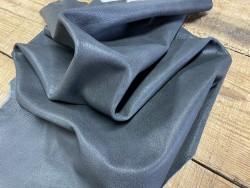 Souplesse du cuir de chèvre vintage antique gris cuirenstock
