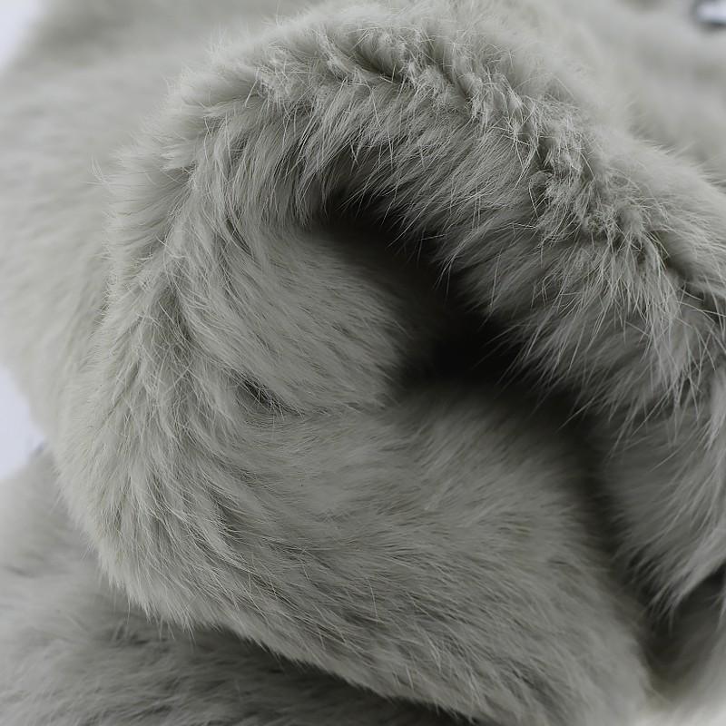 Peau lapin en poil fourrure gris clair Cuir en Stock