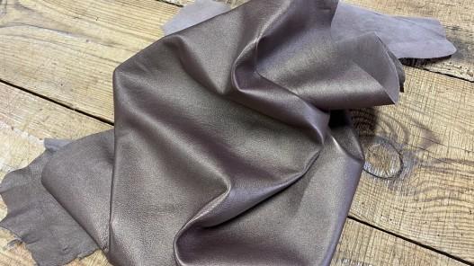 Souplesse du cuir d'agneau métallisé brun nacré doré cuirenstock