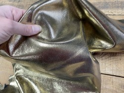 Détail cuir lisse métallisé gold doré lisse Cuir en stock