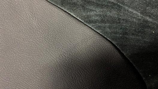 Détail endroit envers peau entière cuir sellerie automobile noir Cuirenstock