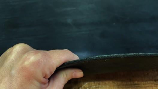 Tranche collet de vache noir pur végétal naturel cuir en stock