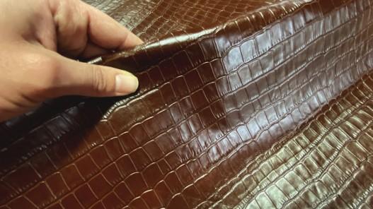 Morceau de cuir de vache prêt a l'emploi grain croco brun acajou Cuirenstock