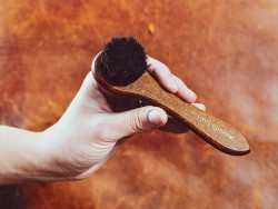Brosse pour cirer le cuir qualité luxe bois et crin de cheval - Cuir en Stock