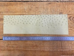 Morceau de cuir d'autruche véritable beige bijou Cuir en stock