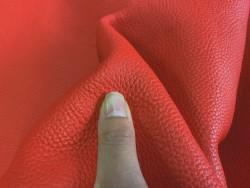 Détail grain togo cuir taurillon corail maroquinerie de luxe Cuirenstock