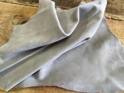 Souplesse du tannage cuir de chèvre velours gris nuage cuirenstock
