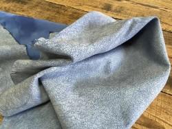 Souplesse du cuir de chèvre effet craquelé bleu océan maroquinerie chaussure cuirenstock