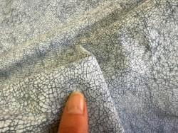 Détail grain façon craquelé bleu marine maroquinerie Cuir en stock