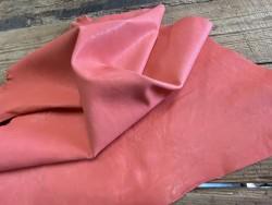 Souplesse du cuir de chèvre pêche lavée maroquinerie Cuirenstock