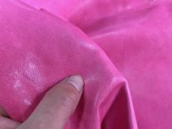 Détail grain très fin mouton nappa métis maroquinerie vêtement luxe Cuir en stock