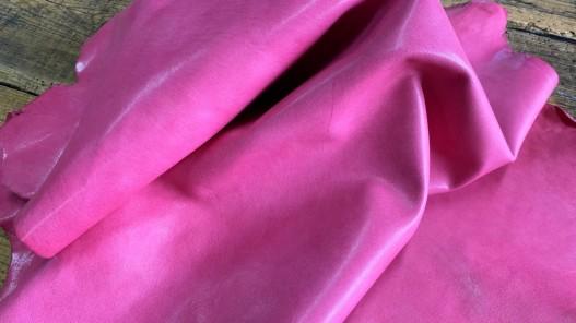 Souplesse du cuir de mouton nappa métis rose fuschia maroquinerie luxe Cuirenstock