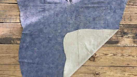 Recto verso peau de veau velours bleu nuancé maroquinerie vêtement Cuir en stock