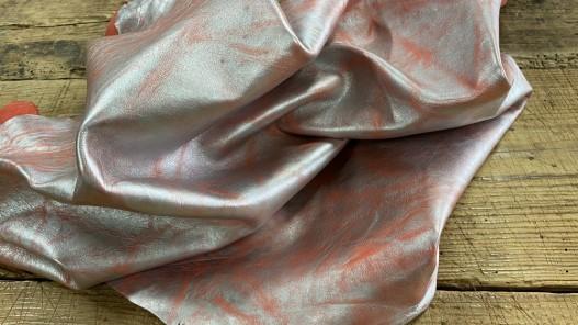 Souplesse du cuir de chèvre corail effet froissé métallisé argent Cuirenstock