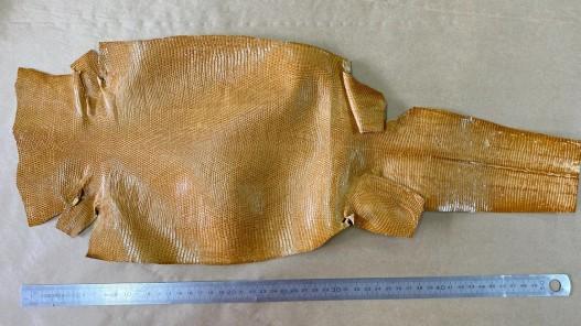 Peau entière de cuir de lézard jaune safran bijou accessoire marqueterie Cuir en stock