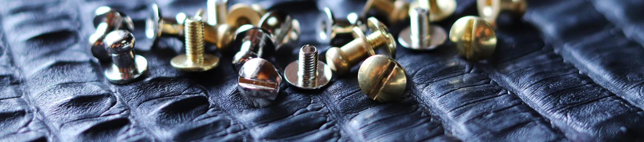 boutons de col cartouchière cuir maroquinerie Cuir en Stock