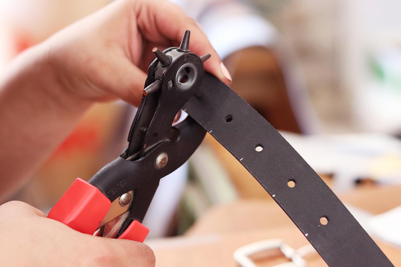 percer le cuir avec une pince revolver emporte-pieces cuirenstock tuto diy
