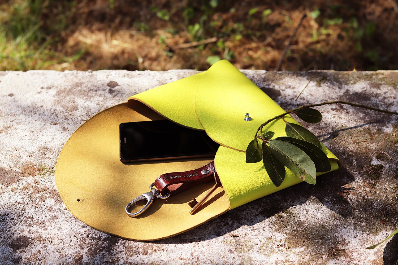 pochette en cuir bouton de col sans couture et sans machine à coudre tuto facile cuirenstock