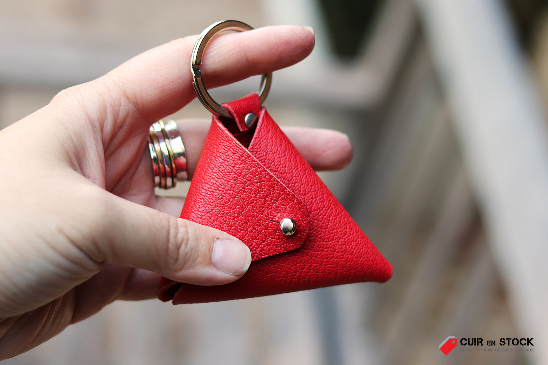 porte-monnaie en cuir rouge tuto diy gratuit patron inclus cuirenstock