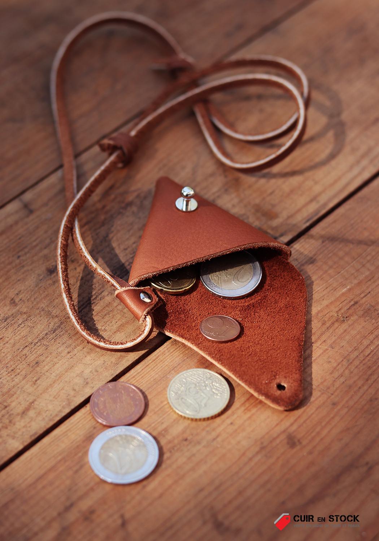 porte-monnaie triangle en cuir tutoriel diy patron gratuit Cuirenstock