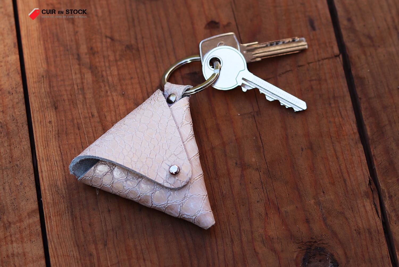 porte-clés en cuir forme triangle cuirenstock