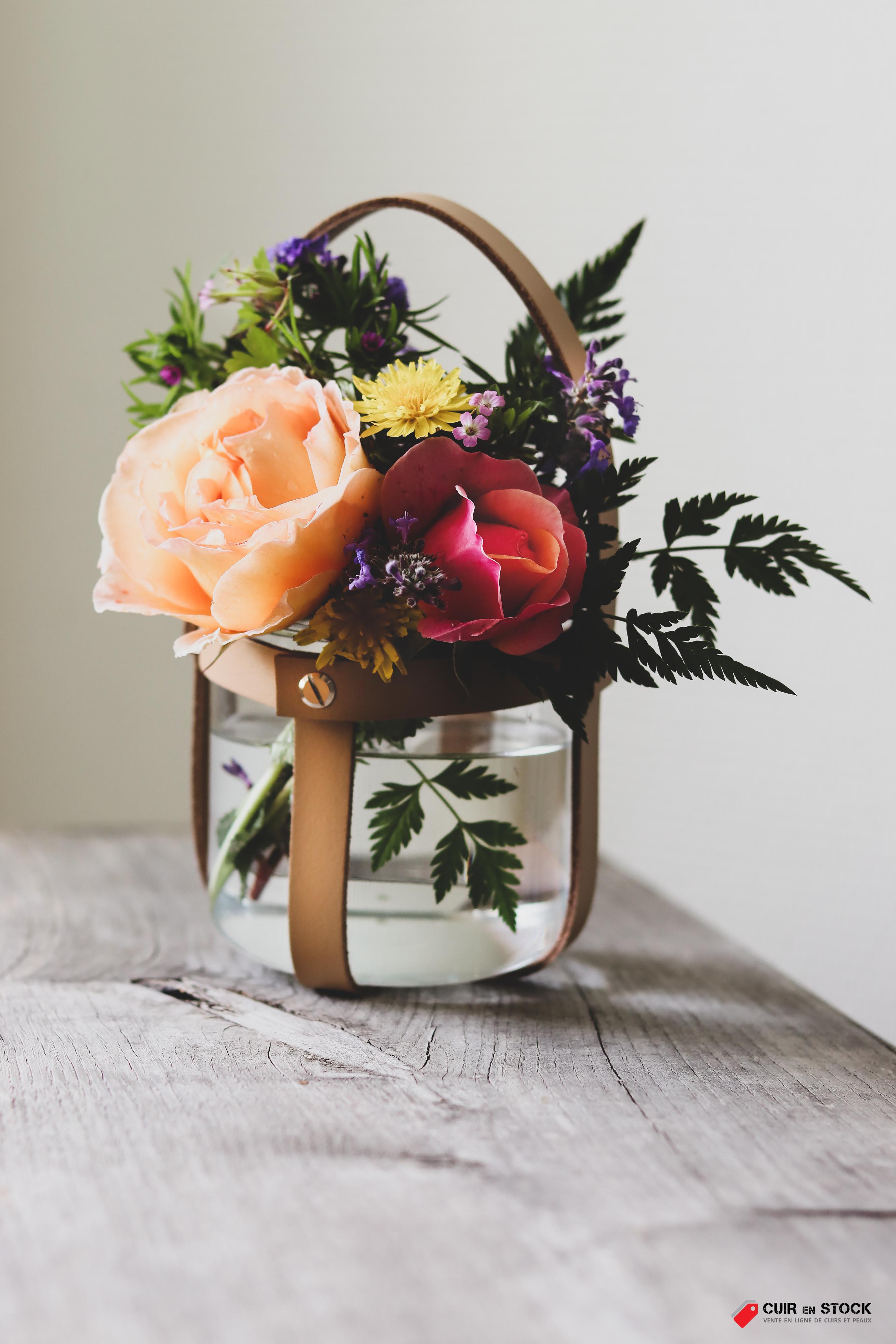 Tuto DIY gratuit - Déco en lanières de cuir - Suspension florale - Cuir en Stock
